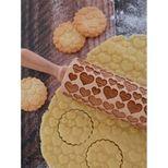 Rouleau à empreintes en bois coeur 25 cm - Alice Délice