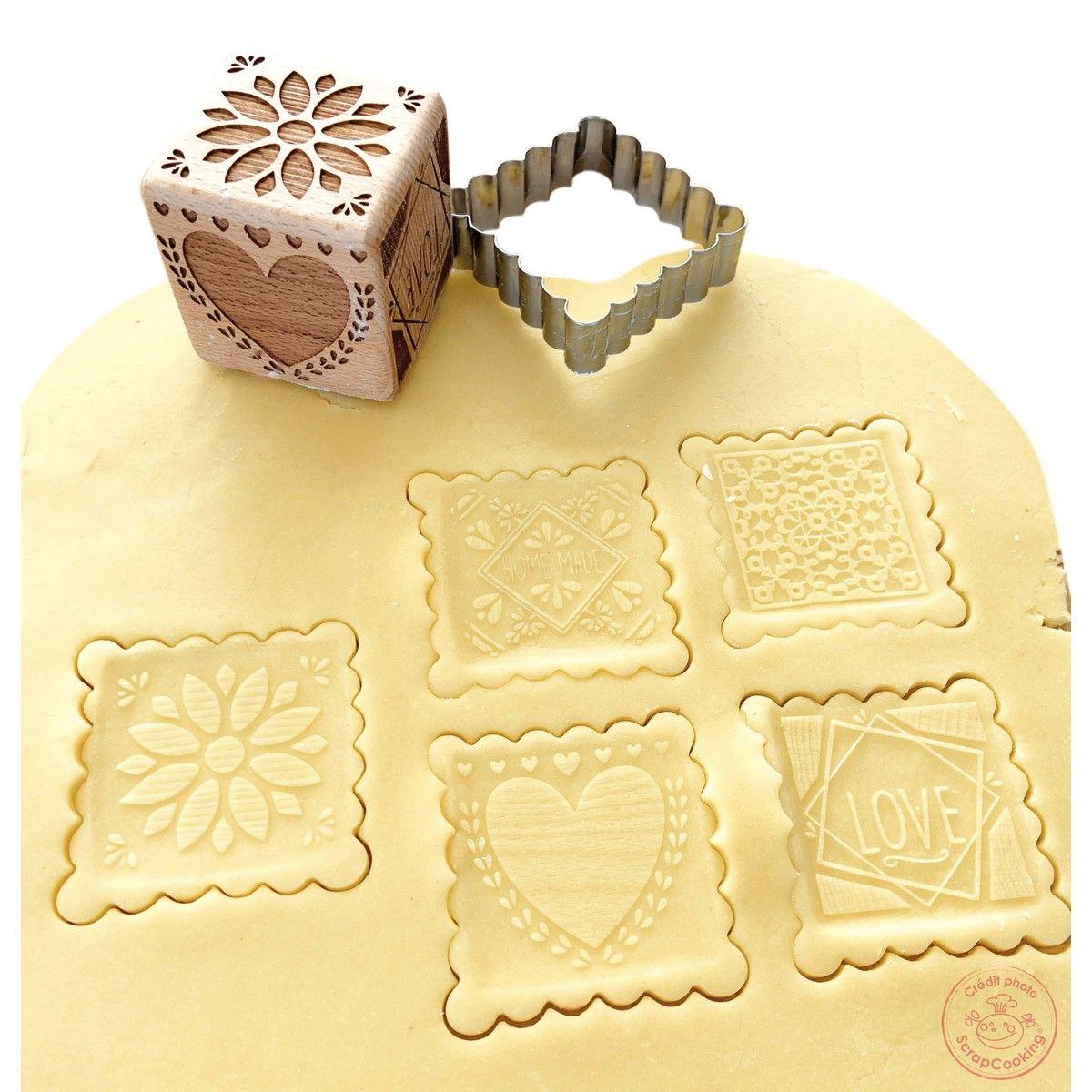 Tampon en bois pour biscuit 5 motifs et emporte pièce motif déco - Scrapcooking